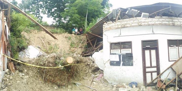Tanah longsor terjadi di Desa Bindang, Kabupaten Pamekasan, Jawa Timur, pada Rabu (24/2). FOTO: BPBD Kabupaten Pamekasan/BNPB