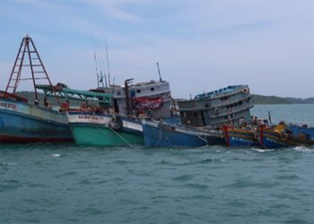 Kapal ikan asing yang ditenggelamkan di perairan Batam, Kepulauan Riau. FOTO: DITJEN HUBLA
