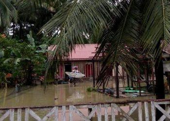 Kondisi rumah warga yang terdampak banjir di Desa Lanpandewa, Kecamatan Kulisusu Barat, Kabupaten Buton Utara Jumat (18/6). FOTO: BPBD Kab Buton Utara/BNPB