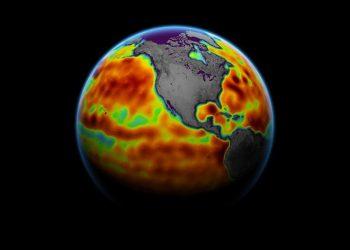 Peta ini menunjukkan permukaan laut hasil pengukuran satelit Sentinel-6 Michael Freilich dari tanggal 5 hingga 15 Juni. Area merah permukaan laut lebih tinggi dari biasanya, dan area biru lebih rendah dari biasanya. FOTO: NASA Earth Observatory/PHYS.ORG