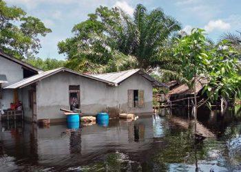 Banjir yang menggenangi rumah warga di Desa sejegi, kecamatan mempawah Timur, Rabu (21/7). FOTO: BPBD Kab Mempawah/BNPB