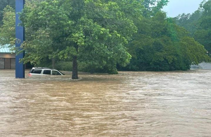 Banjir bandang di Birmingham, Alabama, Ameriksa Serikat pada 19 Juli 2021. FOTO: ROCKY RIDGE FIRE DEPARTMENT/FLOODLIST.COM