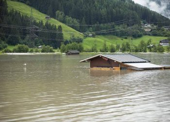Banjir di Salzburg, Austria, Juli 2021. Sungai Salzach yang meluap di dekat Mittersil. FOTO: NEUMAYR/BREUER VIA FLOODLIST.COM