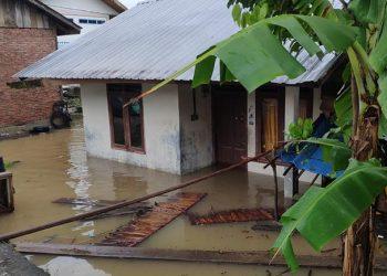 Banjir melanda beberapa wilayah di Kabupaten Aceh Besar dan Aceh Jaya, Provinsi Aceh, Selasa (10/8). FOTO: BPBD Kabupaten Aceh Besar/BNPB