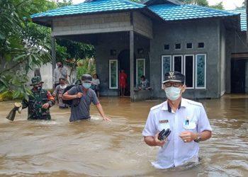 Kondisi banjir yang menggenangi rumah warga di Kabupaten Katingan, Kalimantan Tengah, Senin (30/8). FOTO: BPBD Kabupaten Katingan/BNPB