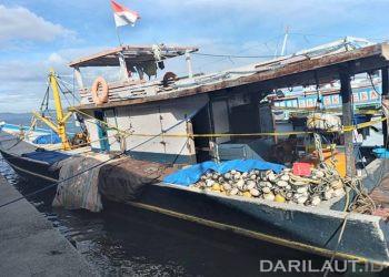 Kapal perikanan KM Putra Bahari IV yang diamankan di Pelabuhan Perikanan Nusantara Kwandang. FOTO: DOK. DARILAUT.ID