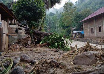 Kondisi pasca banjir dan tanah longsor yang melanda Kecamatan Tabulahan, Kabupaten Mamasa, Sulawesi Barat Sabtu (4/9). FOTO: BPBD Kabupaten Mamasa/BNPB
