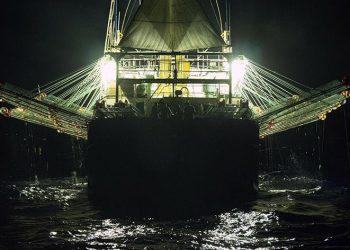 Kapal ikan berbendera China penangkap cumi-cumi. FOTO: SEASHEPHERD/AP