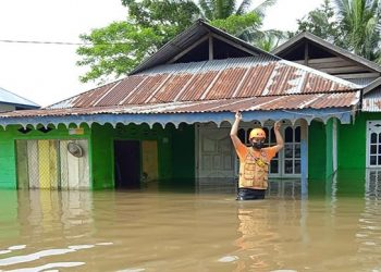 Banjir melanda Kabupaten Gorontalo, Provinsi Gorontalo, Jumat (17/9). Banjir dipicu oleh hujan lebat hingga debit air Sungai Paguyuman, salah satu sungai terbesar di provinsi ini. FOTO: BPBD Kabupaten Gorontalo/BNPB